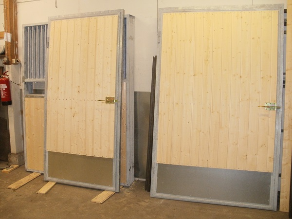 NPA Metalli  karsinaelementit;, heinähäkit ja ikkunakalterit
